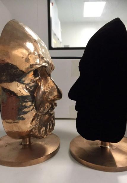 vantablack faces visage matériau le plus noir surrey nanosystems