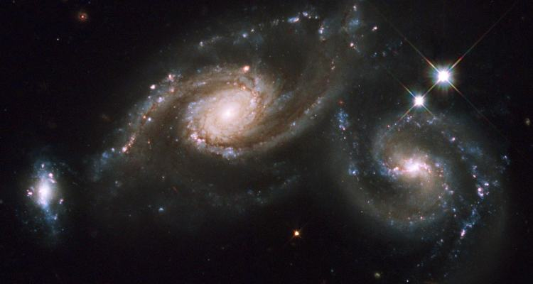 trio de galaxies arp 274 nasa hubble telescope