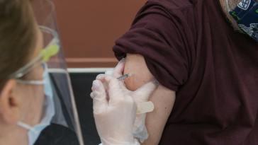 un risque d'hospitalisation plus élevé, mais des vaccins qui restent efficaces