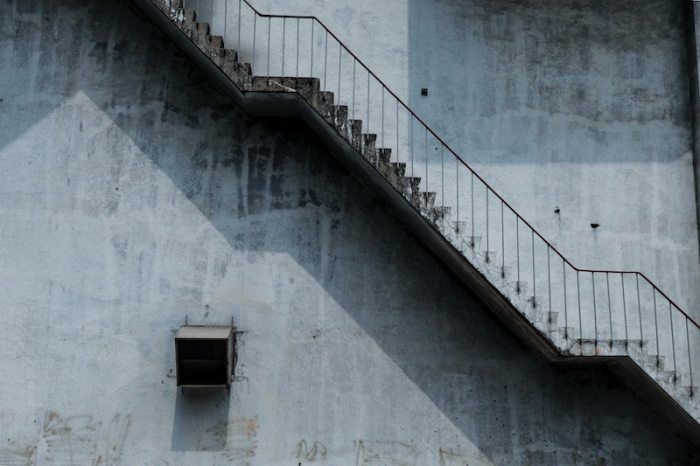 A set of two flights of stairs