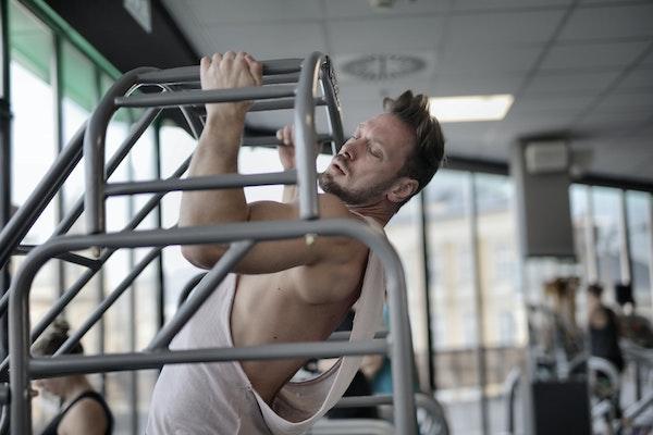 Man doing pull ups at gym