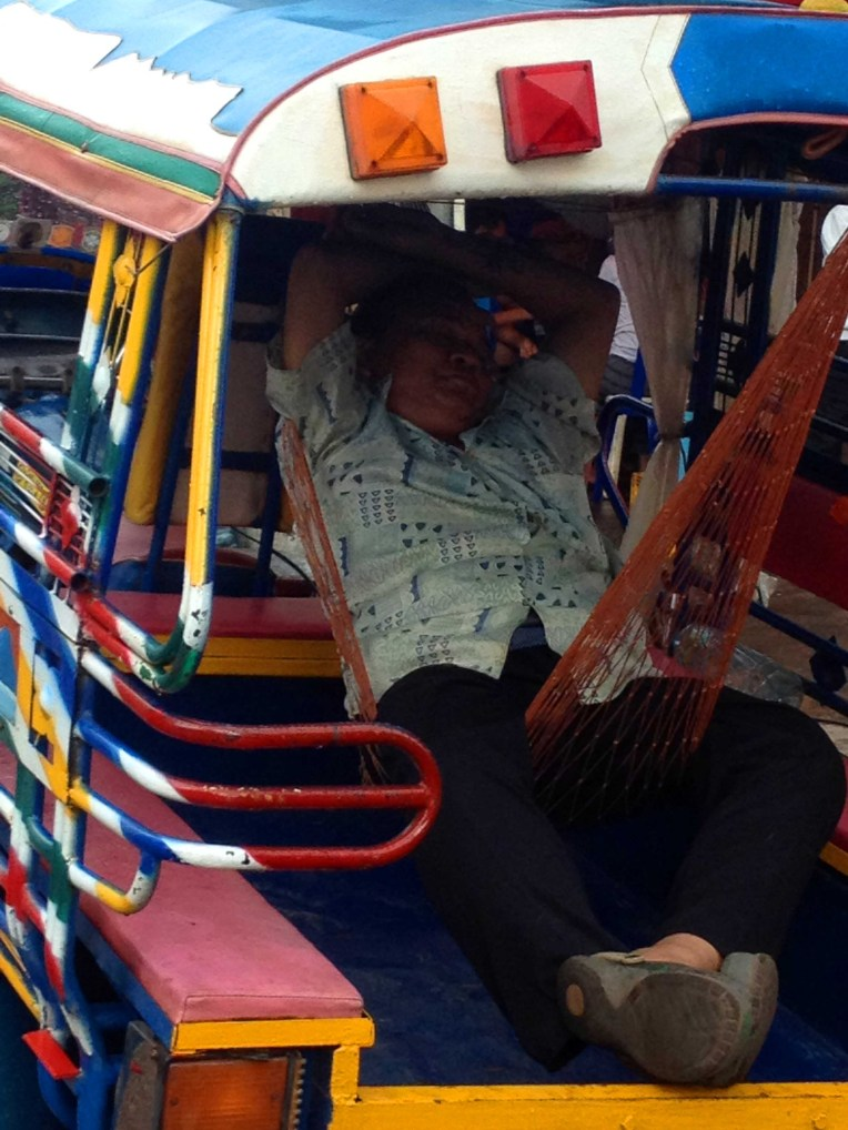 laos-vientiane-siesta-nap
