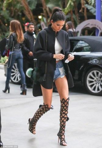 http://www.dailymail.co.uk/tvshowbiz/article-3074409/Kendall-Jenner-scores-fashion-victory-kinky-gladiator-boots-tiny-shorts-joins-Khloe-Kardashian-basketball-game.html