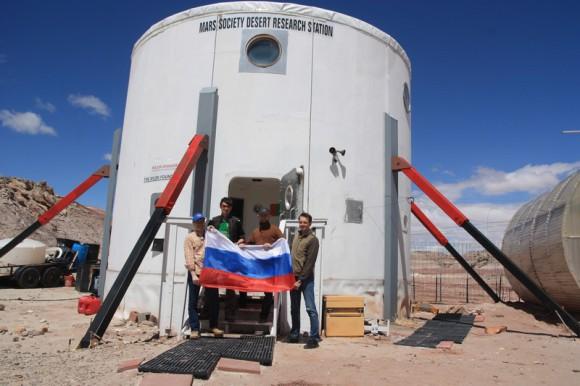 Российская команда у модуля HAB
