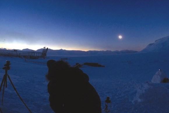 Процесс съемки полного солнечного затмения 20 марта 2015 года, пос. Пирамида, Шпицберген. С помощью камеры GoProHERO3, 1/5 с, 400 ISO, F=2,8 мм.