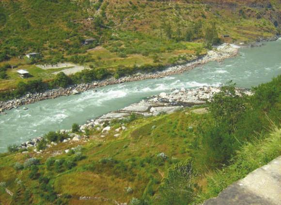 Река Сатледж, окрестности городка Рампур (1200 м). Фото А.Л. Львовского, 30 сентября 2011 года