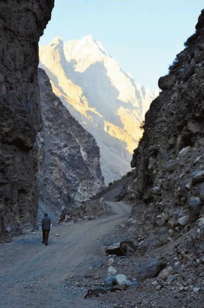 В 5 км Тибет. Около впадения реки Спити в Сатледж (2600 м).  4 октября 2011 года.  Фото А. Андреева