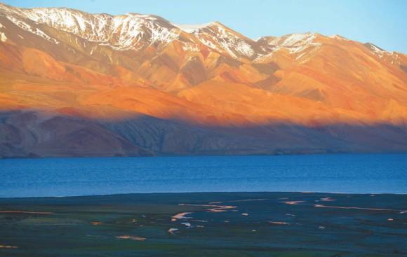 Озеро Цоморари близ селения Корзок.  18 июня 2015 года