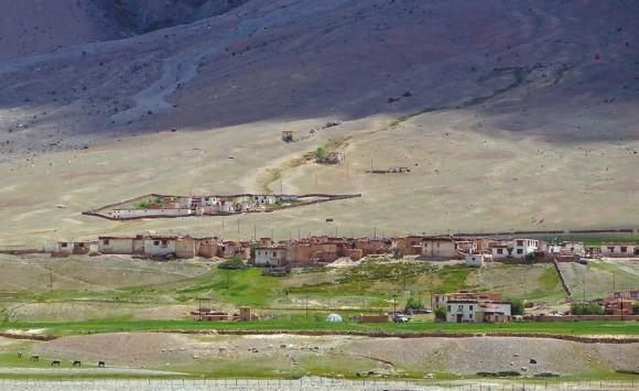 Небольшое селение за Падумом. Фото А. В. Андреева