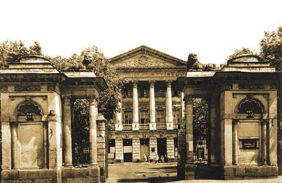 Городская клиническая больница № 23 находится в усадьбе промышленника Ивана Баташева, построеннной в начале XIX века
