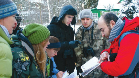 Павел Квартальнов проводит экскурсию по орнитологии. Фото Ф. Лобырева