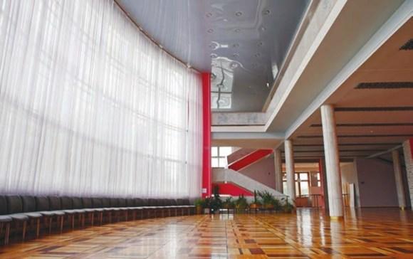 Рис. 2. Фойе во Дворце культуры завода им. Лихачёва