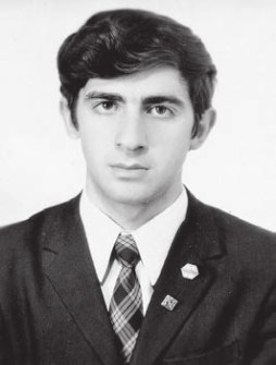 Будущий биофизик Андрей Цатурян, выпускник «Второй школы», 1969 год