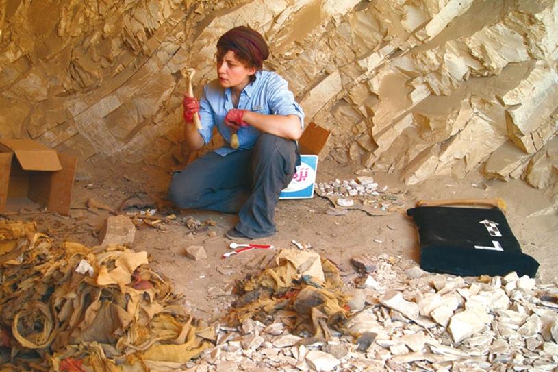 Энн Остин на раскопках в Дейр-эль-Медине (http://news.stanford.edu)