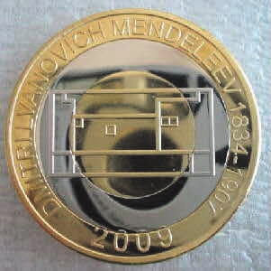 """В 2009 году Сомали выпустило триметаллическую (бронза и медно-никелевый сплав) монету (с ошибкой в отчестве Менделеева: """"LVANOVICH"""") номиналом 250 шиллингов. Сравнение с периодической таблицей показывает, что четыре маленьких квадратика на монете — это предсказанные Менделеевым элементы скандий (№ 21), технеций (№ 43), галлий (№ 31) и германий (№ 32). Интересно также, что в изображении периодической таблицы на этой монете выделены блоки s-, p-, d- и f-элементов"""