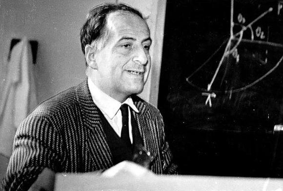Бруно Понтекорво первым выдвинул гипотезу нейтринных осцилляций