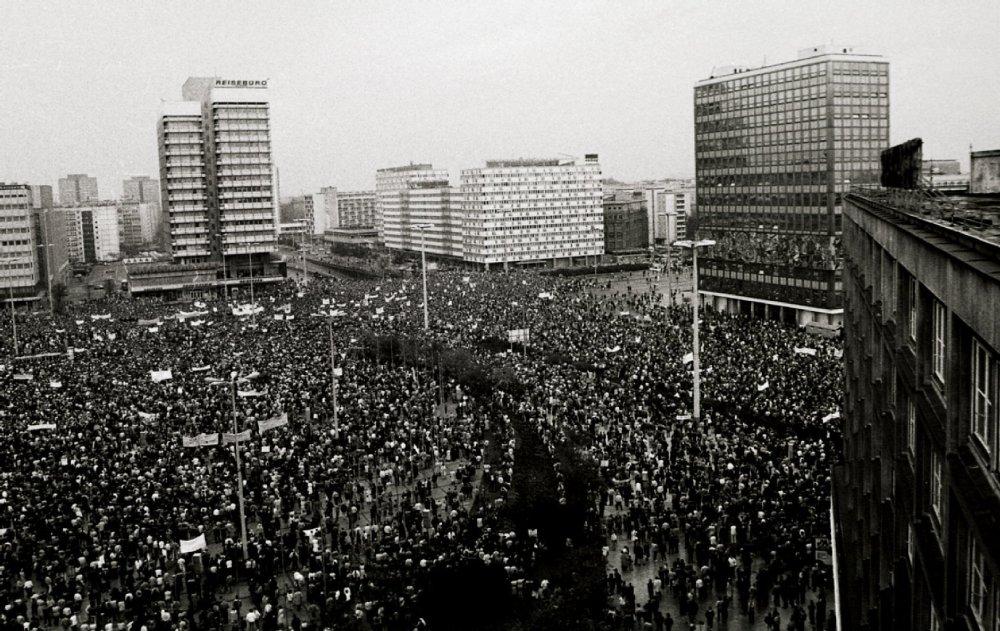Демонстрация на Александерплац в Берлине 4 ноября 1989 года