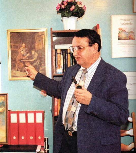 В.С. Летохов в своем рабочем кабинете (2001 год). Фото А. Соломонова