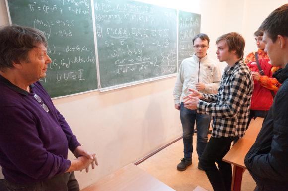 Александр Белавин со студентами НМУ