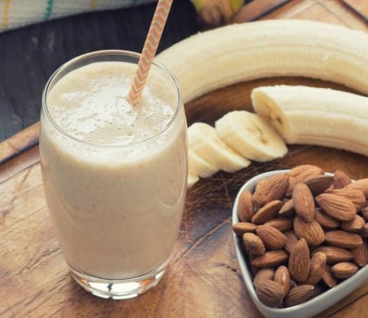 Workout almond smoothie