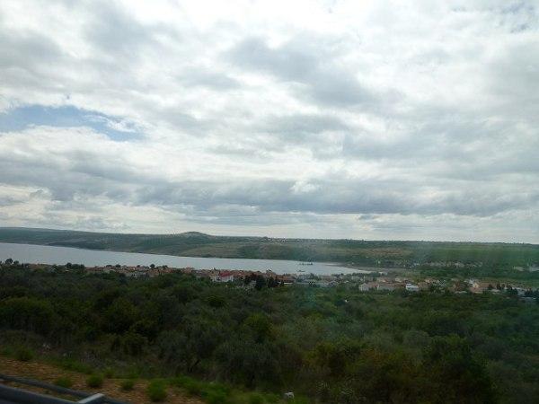 バスの車窓からのクロアチアの景色