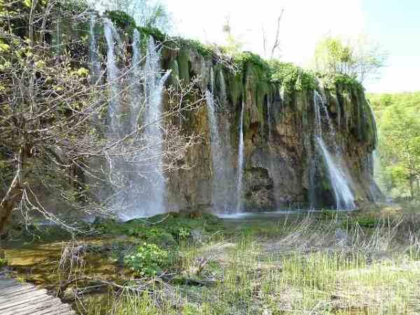 色んな所には小さな滝:プリトヴィツェ国立公園