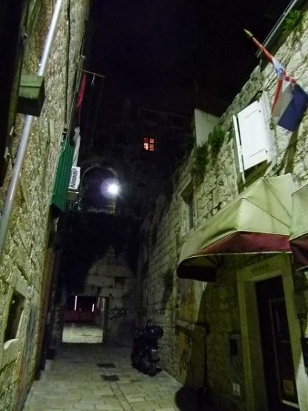 スプリット旧市街の夜の様子