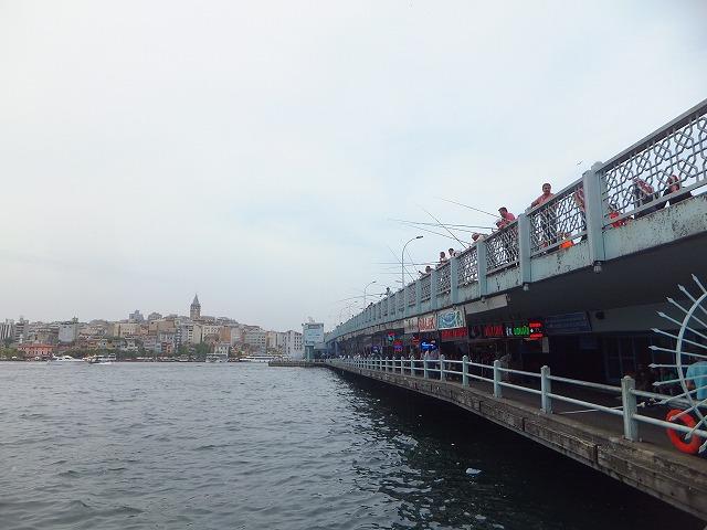 ガラタ橋、やっぱり釣り人がいっぱい