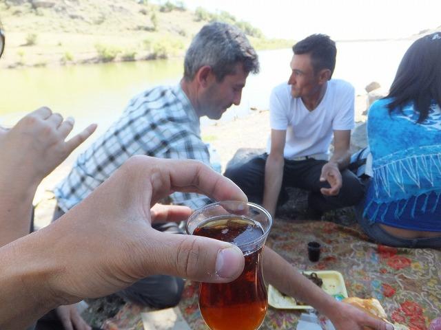 カッパドキア、湖のほとりで飲むチャイもいいね