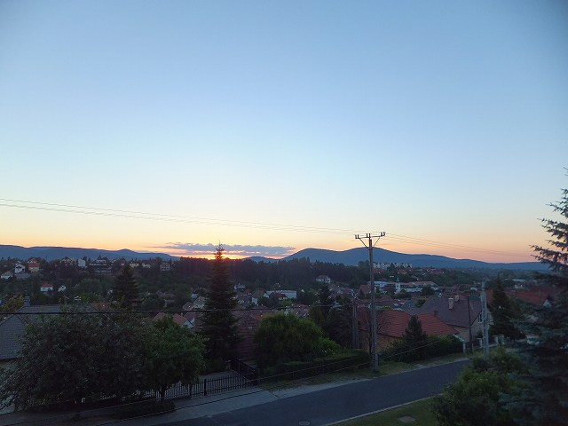 ハンガリーSzentivan村からの朝日