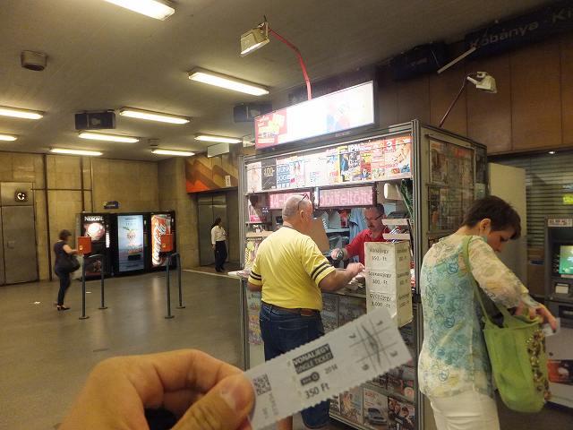 ハンガリー、地下鉄のチケットを購入