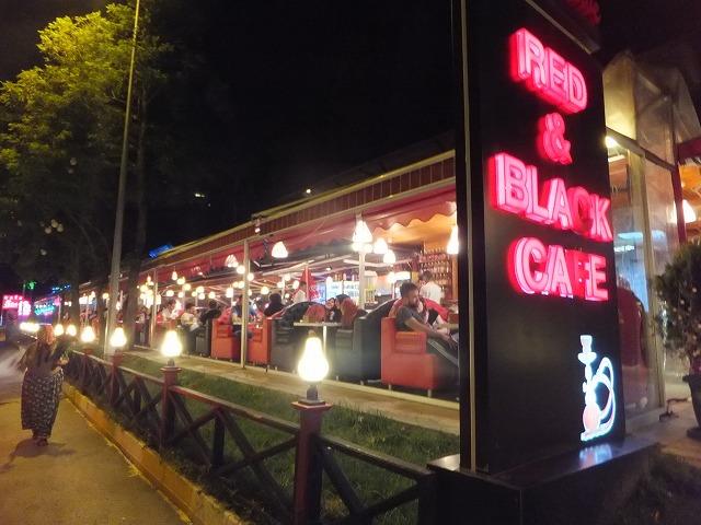 海沿いにあるカフェ