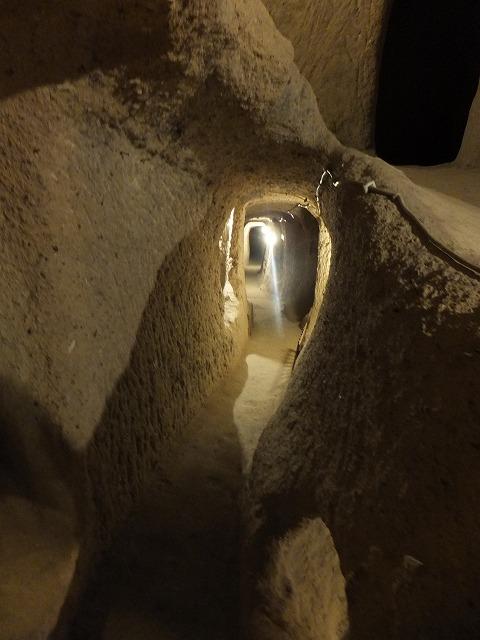 カッパドキアの地下都市の通路