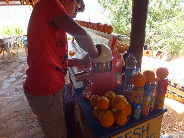 トルコでおなじみの生絞りオレンジジュース