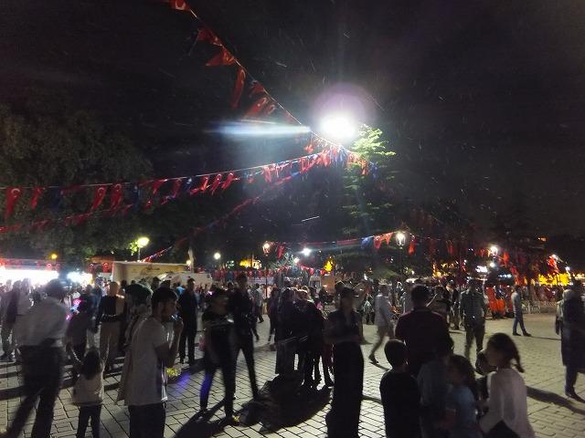 ラマダンの夜のイスタンブールの町