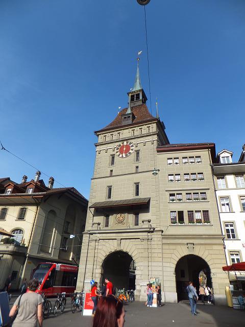 ベルンの街の有名な時計塔