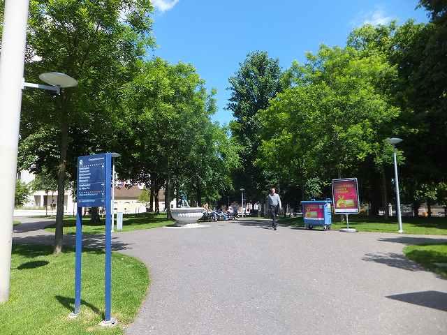 バーゼル駅前すぐにある公園