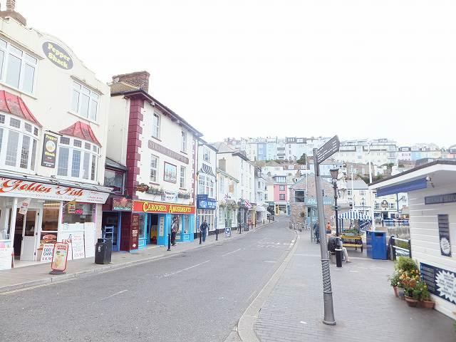 ブリックハムのフィッシュ&チップス屋:イギリスの小さな港町