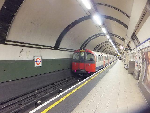 ロンドン市内を走る地下鉄:チューブ