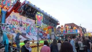 回転するアトラクション:ドイツ移動式遊園地