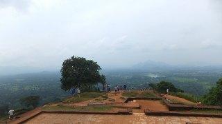 シギリヤロック頂上の王宮跡:スリランカ旅行