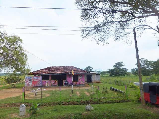 スリランカの幼稚園⁉ダンブッラ行きバス車内風景