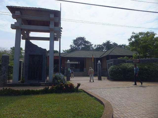 ピンナワラの像の孤児院、入口:スリランカ旅行記