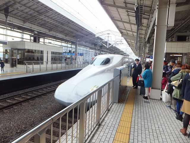 新幹線「のぞみ」東京行き