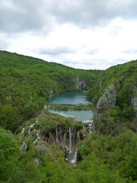 下湖の端から望むプリトヴィツェ国立公園