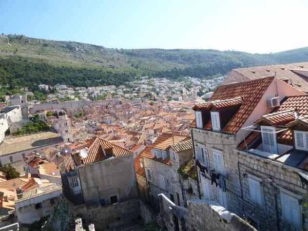 ドブロブニク城壁からの町の景色