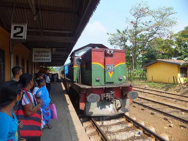 やってきました!スリランカ鉄道
