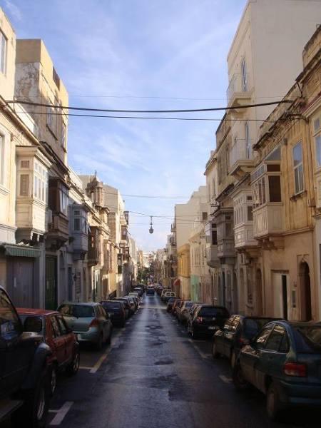 朝のスリーマの街:マルタ旅行