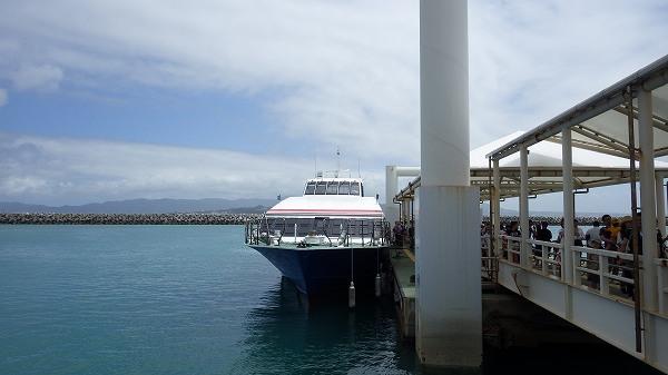 石垣島から竹富島に乗ってきた船
