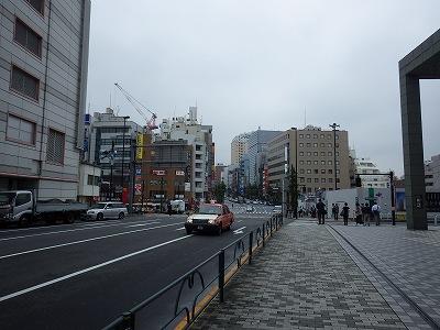 目黒駅中央口目の前:目黒通り